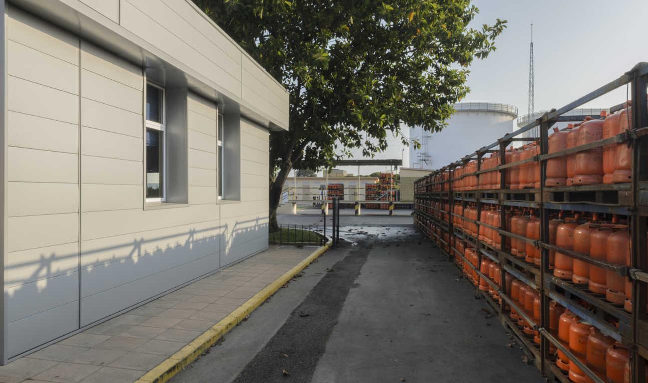 Ampliaci n de oficinas de repsol en palos de la frontera for Repsol oficinas